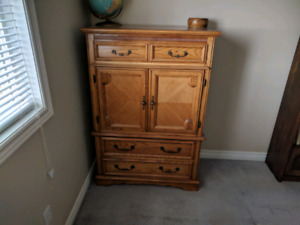 Bedroom set Oak excellent condition and quality!,
