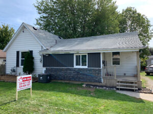 Mint 3 bed 1.5 bath home in Wallaceburg!