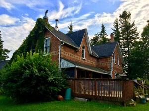 Ski Season Rental Blue Mountain - Cozy 5 Bedroom Farmhouse