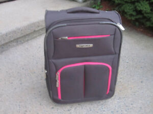 Carry-on Suitcase/Luggage (Tracker) with Wheels