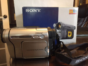 Sony Hi8 Video Camera CCD-TRV138