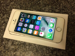 1 YEAR OLD IPHONE 5S SILVER IN MINT CONDITION