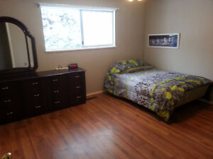 Furnished upstairs master bedroom in Silver Creek 0r 250$ weekly
