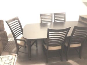 Dining table with 8 Chairs ( extendable ) - $400 (coquitlam)