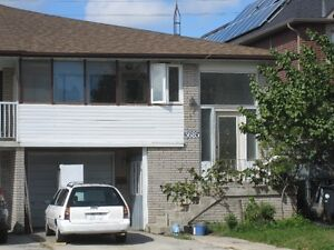 3 bed 2 bath upper at cawthra and burnhamthrope Mississauga