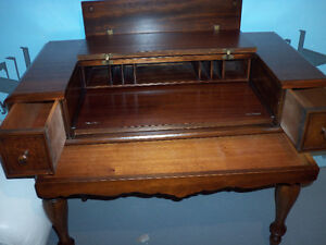 ANTIQUE DESK AND DAY BED Kingston Kingston Area image 2