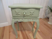 Chabby chic accent/bedside table