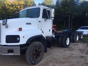 1997 paystar 5000 tri axle n14 Cummins 460hp log truck