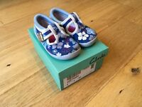 Girl's Clarks Doodles shoes size 4 F