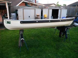 11 ft Scott Canoe Flat Stern Fiberglass /Johnson 3hp N/R Motor