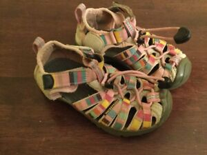 Size 9 toddler Keen sandals