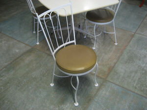 Vintage White Table set North Shore Greater Vancouver Area image 4