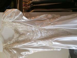 Robe de Mariée... Grandeur 7 Ans... Jamais été Portée