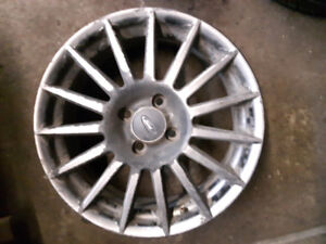4 mags ford focus 17 pouces, bolt pattern 4X108