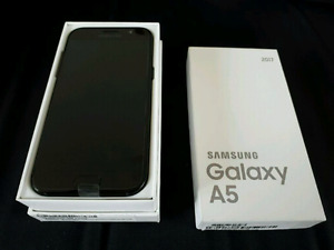 One month old SAMSUNG Galaxy A5