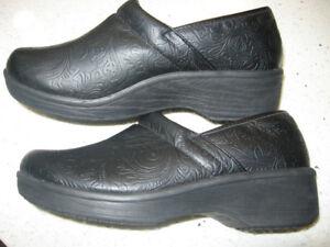 SafeTstep Comfort Work Clogs / Shoe   Size 9