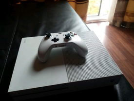 Xbox One S + Games