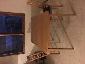 Kitchen table with 2 chairs! Really good condition!!