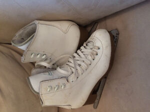 Girls size 1 Figure skates