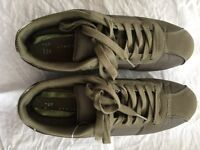 Green trainers size 8, v good condition