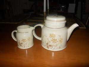 Royal Doulton Tea Pot and creamer West Island Greater Montréal image 2