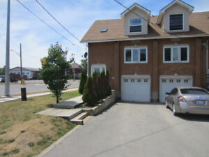 SPACIOUS TOWNHOUSE FOR RENT IN WEST PORT COLBORNE