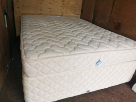 King size bed with very comfy mattress