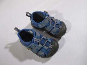 Toddler KEEN sandals, blue camo, size 5