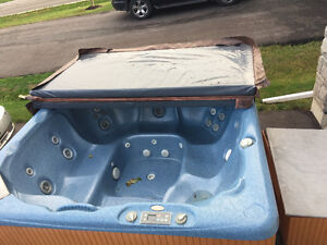 Hot tub in mint condition beachcomber