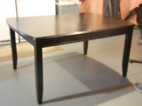 Dining/kitchen Table