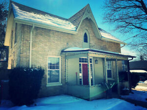 Charming House Rental Downtown Aurora