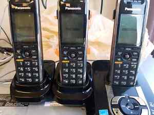 PANASONIC KX-TG7431 DECT 6.0 CORDLESS PHONE - ANSWER BUNDLE