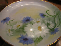 Lovely Small Daisy and Bachelor Buttons Decorator Plate