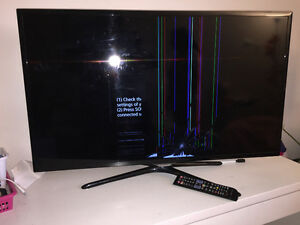 Samsung smar tv Screen broken tv for parts remote controle etc.