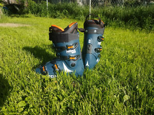 Atomic Hawks 110 ski boots. Size 11 - 11.5 wide. Used for 3 runs