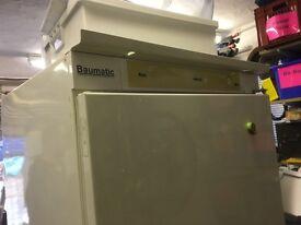 Baumatic integrated fridge freezer
