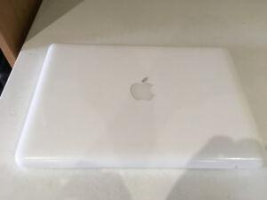 MacBook Mid - 2010 ( White )