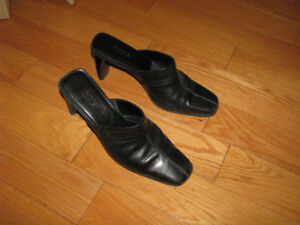 Talons hauts en cuir noir, pointure 8/ Size 8 lady's black heels