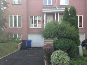 Maison à louer avec garage à Longueuil