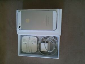 White/silver iPhone 5s is in almost new condition