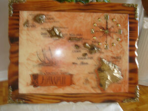 GOOD CONDITION DECORATION HAWAII WITH CLOCK