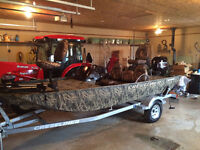 16 STORM WITH FOUR STROKE 40/60 JET LIKE NEW!! (5 HRS)
