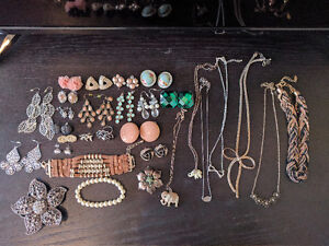 Jewelry - Amazing Deal - 18 Earrings and more for only $20