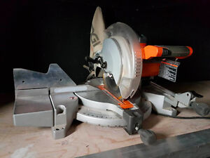 RIGID 10-INCH COMPOUND MITER SAW / SCIE À ONGLET
