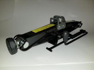 New in- car scissor jack with jack crank
