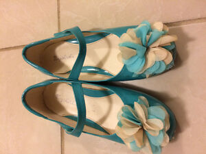 Girl size 2 dress shoes London Ontario image 1