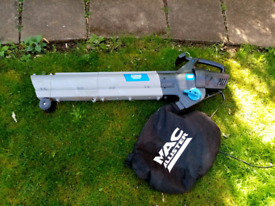 Macallister large leaf blower has wheels