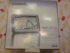 Garmin nuvi 265wt.   Gps (HOW ABOUT $20.00 )