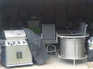 OUTDOOR BBQ & OUTDOOR BAR WITH 4 BAR STOOLS