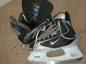Nike hockey skates kids youth size 4